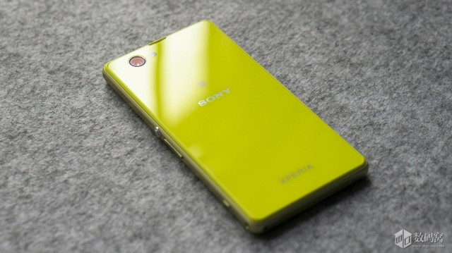 Xperia-Z1-Compactl-Packaging_12