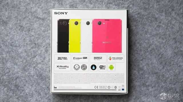 XperiaZ1 Compact Packaging 4