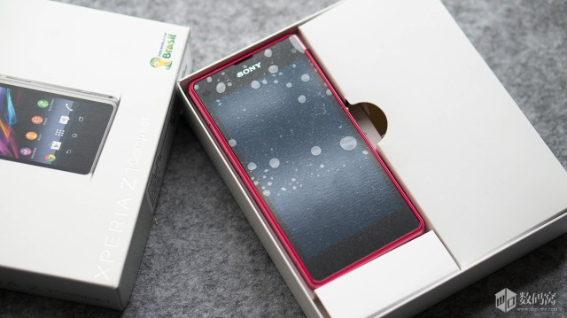 Xperia-Z1-Compact-Packaging_6