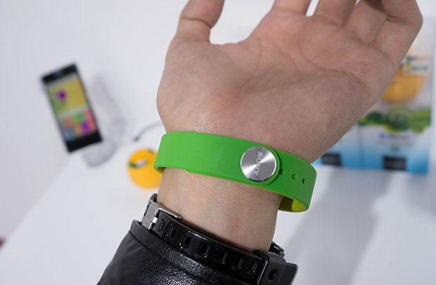Smartband SWR10 на руке китайца