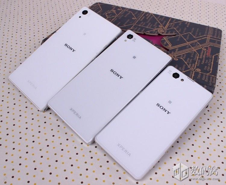 Сравнение Xperia Z2, Xperia Z1, Xperia Z1 Compact белого цвета
