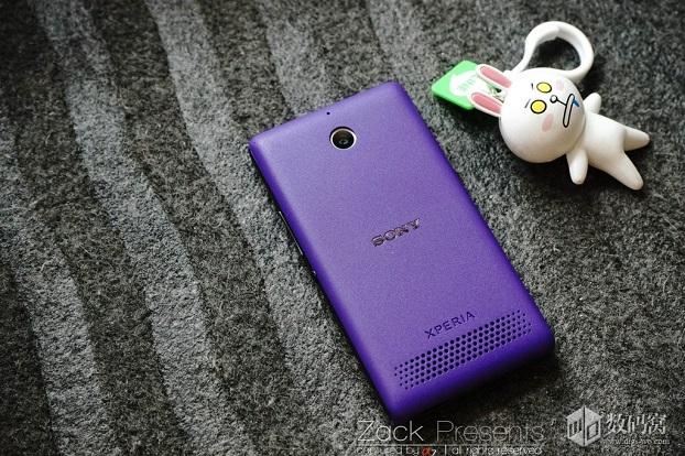 Живые снимки и превью фиолетового Xperia E1