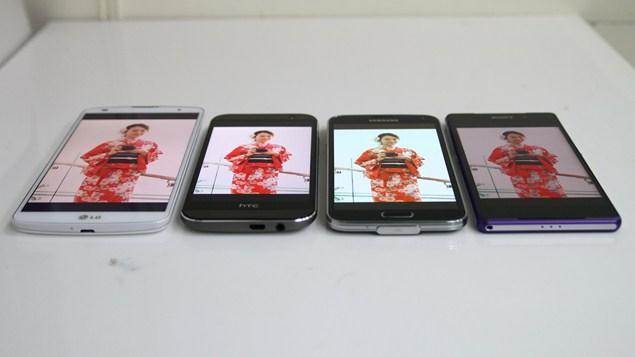 Sony-Xperia-Z2-LG-G-Pro-2-HTC-One-M8-Samsung-Galaxy-S5-comparison-diisplay-1
