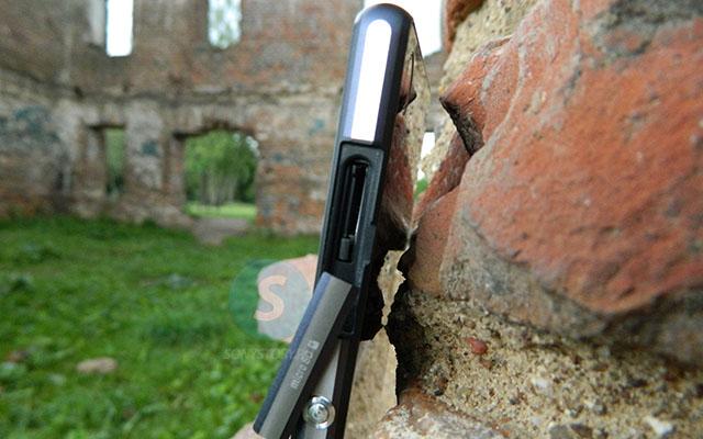 Обзор Xperia Z2, заглушка с microSD