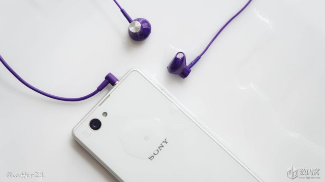 Распаковка стереогарнитуры Sony STH30
