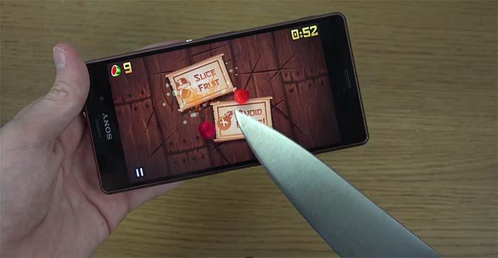 Игра в Fruit Ninja на Xperia Z3 реальным ножом