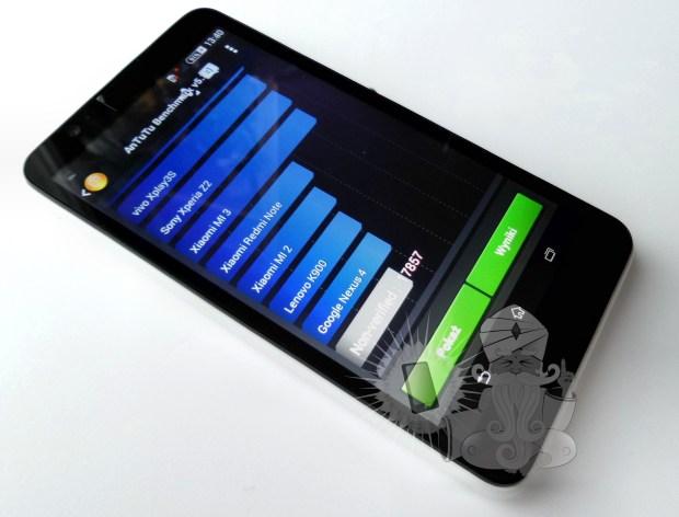 Первая утечка оXperia E4 и живые фото