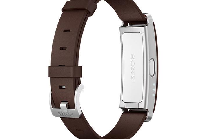 Версия SmartBand SWR10 c кожаным коричневым уже доступна в Европе