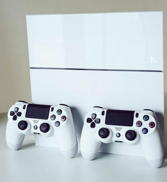 Белые оттенки Sony: живые фото Xperia Z3, PS4 и SmartBand SWR30