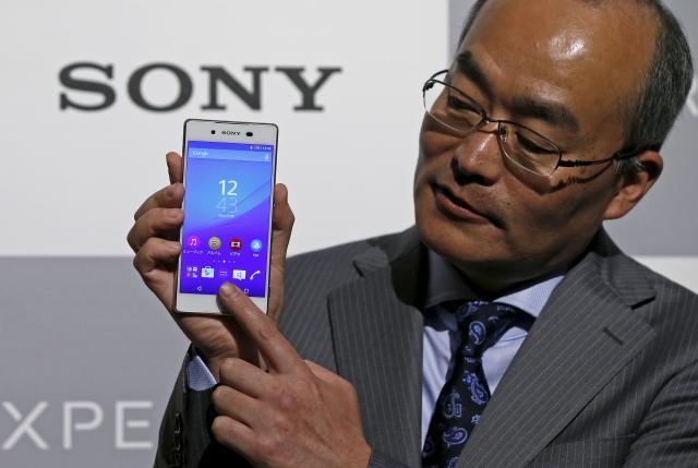 Глава Sony Mobile показывает Xperia Z4