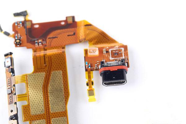 Как разобрать Xperia Z3+ - капсульный microUSB
