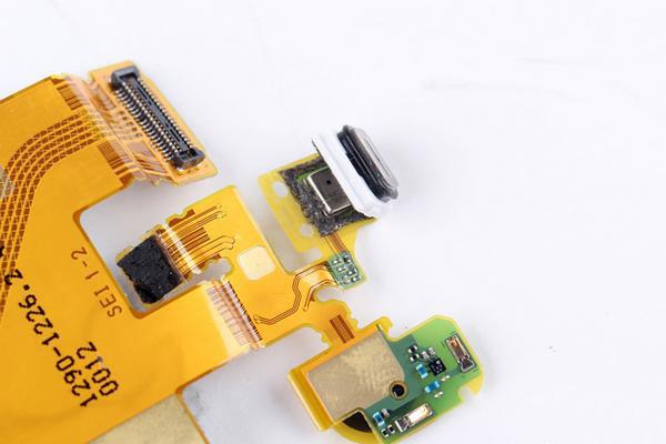 Как разобрать Xperia Z3+ - микрофон