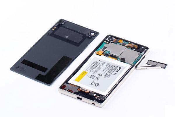Как разобрать Xperia Z3+ - задняя панель