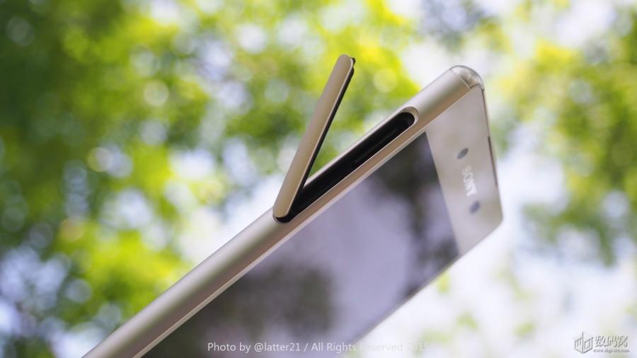 Подборка живых фото Xperia Z3+ белого цвета - открытая заглушка