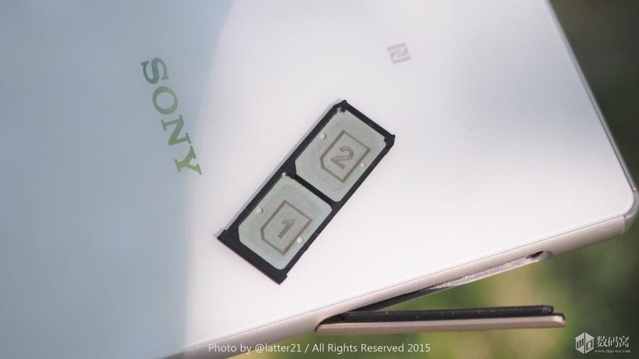 Подборка живых фото Xperia Z3+ белого цвета - держатель  для сим-карт