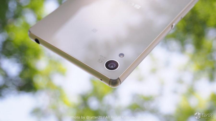 Подборка живых фото Xperia Z3+ белого цвета - камера крупным планом
