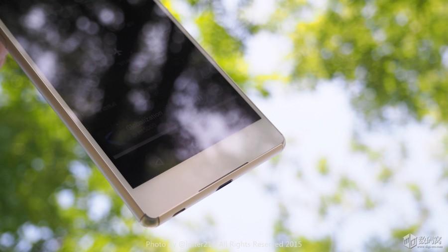 Подборка живых фото Xperia Z3+ белого цвета - нижний стереодинамик