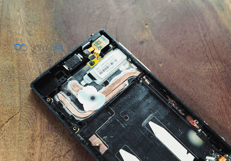 Xperia Z5-how-to-disassemble-3