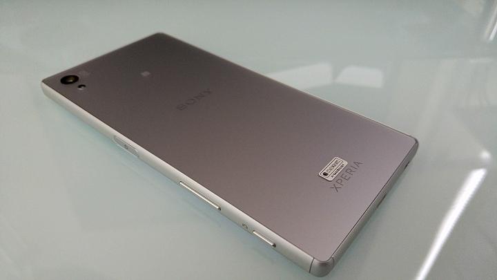 живые снимки Sony Xperia Z5 задняя панель