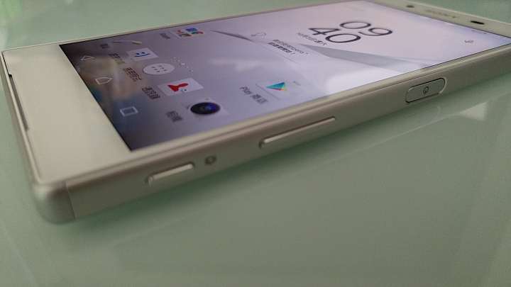 живые снимки Sony Xperia Z5 кнопки управления