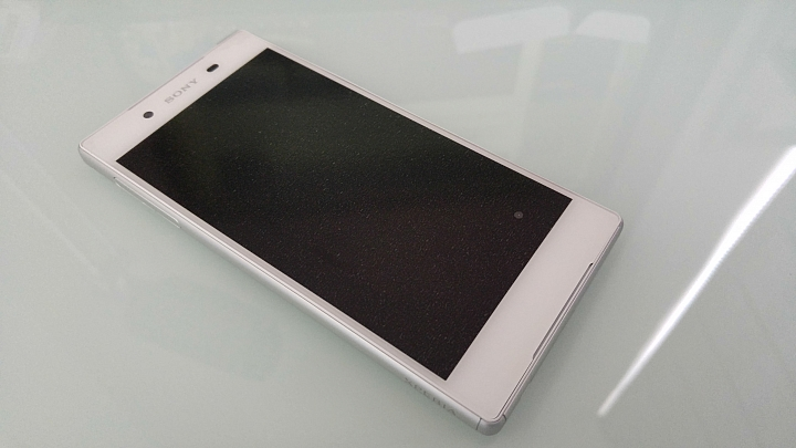 живые снимки Sony Xperia Z5 спереди