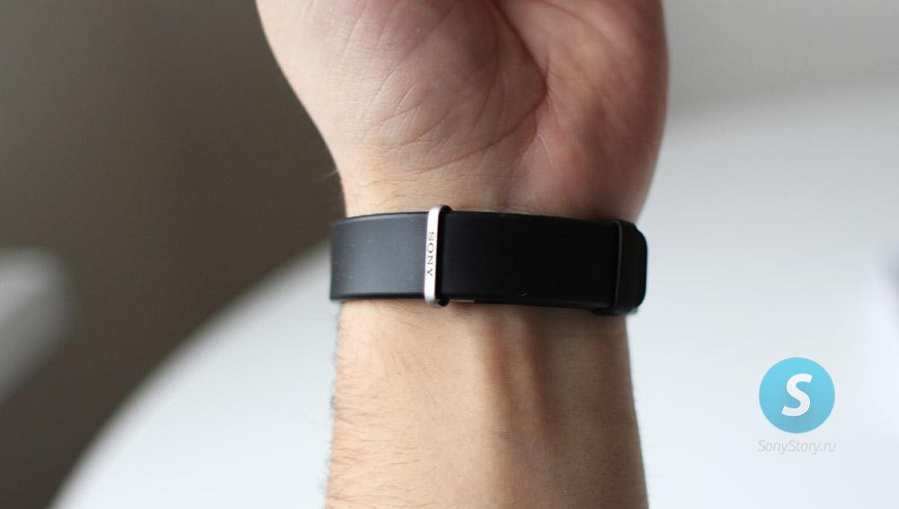 Sony Smartband-2 SWR12 на руке