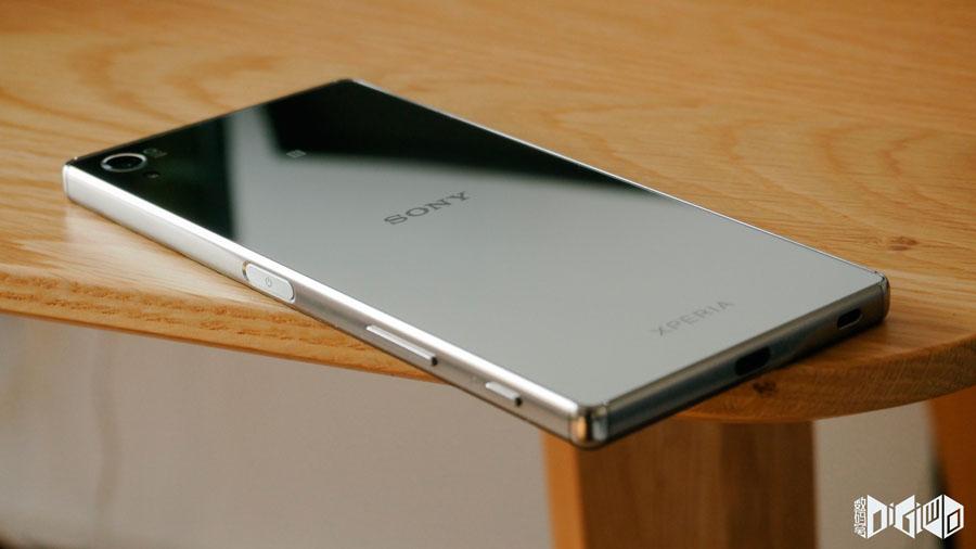 Xperia-Z5-Premium-Chrome-2