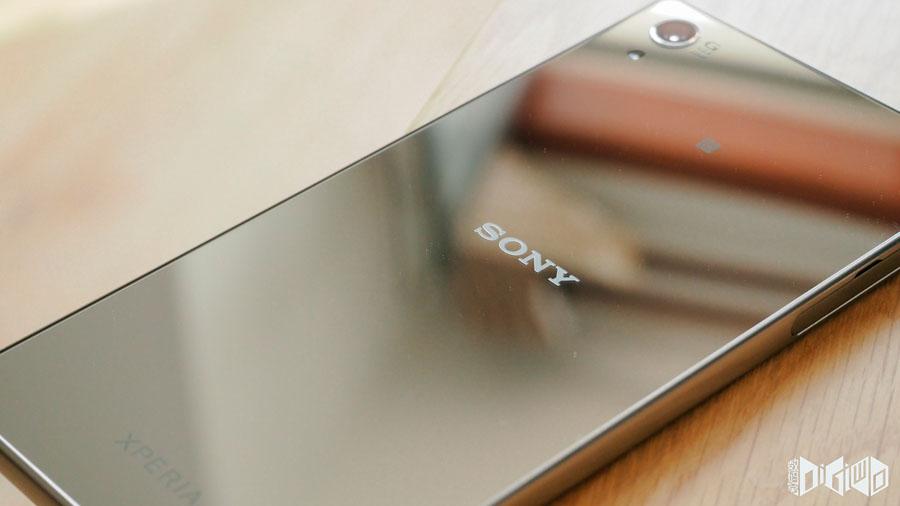 Xperia-Z5-Premium-Chrome-8