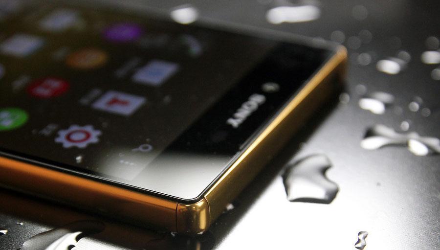 Xperia Z5 Premium золотого цвета