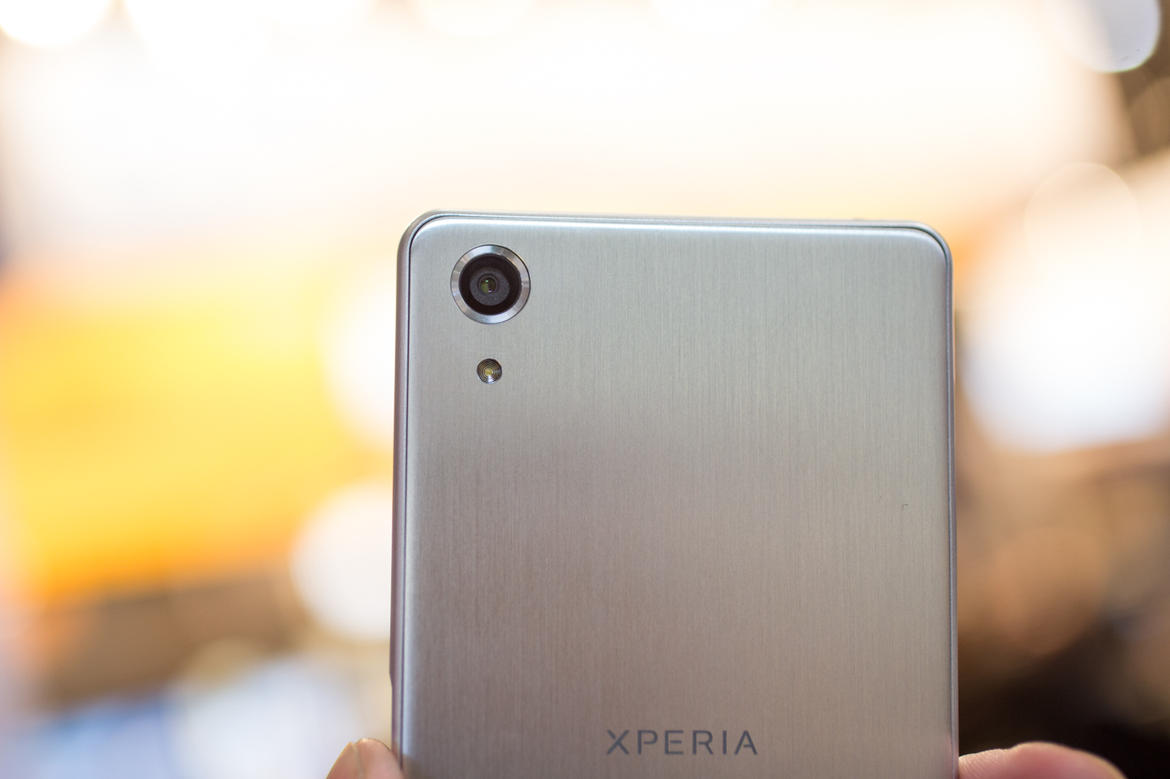 Xperia-X-Performance-real-photo-22