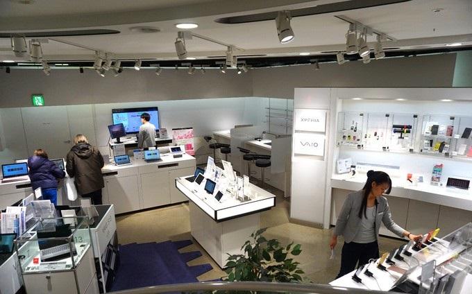 все Xperia смартфоны в японском магазине Sony