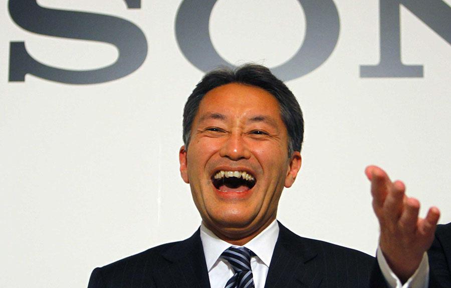 Кадзуо Хираи смеется