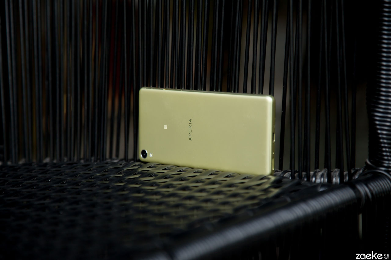 Xperia-XA-Gold-pic-13