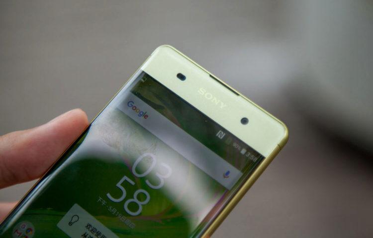 фото Xperia XA золотой лайм
