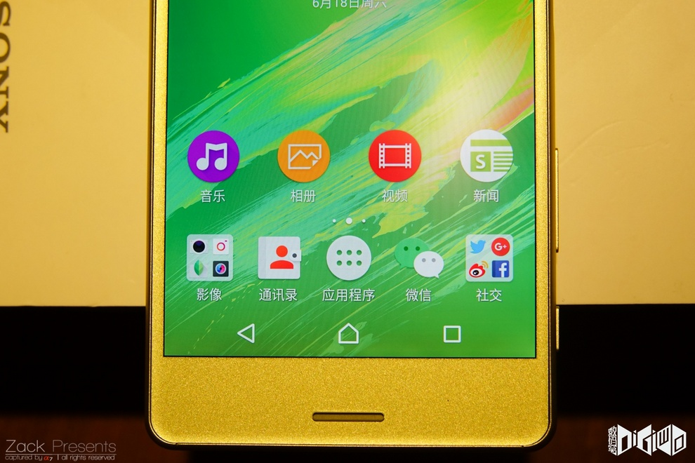 Xperia-X-gold-lime-10
