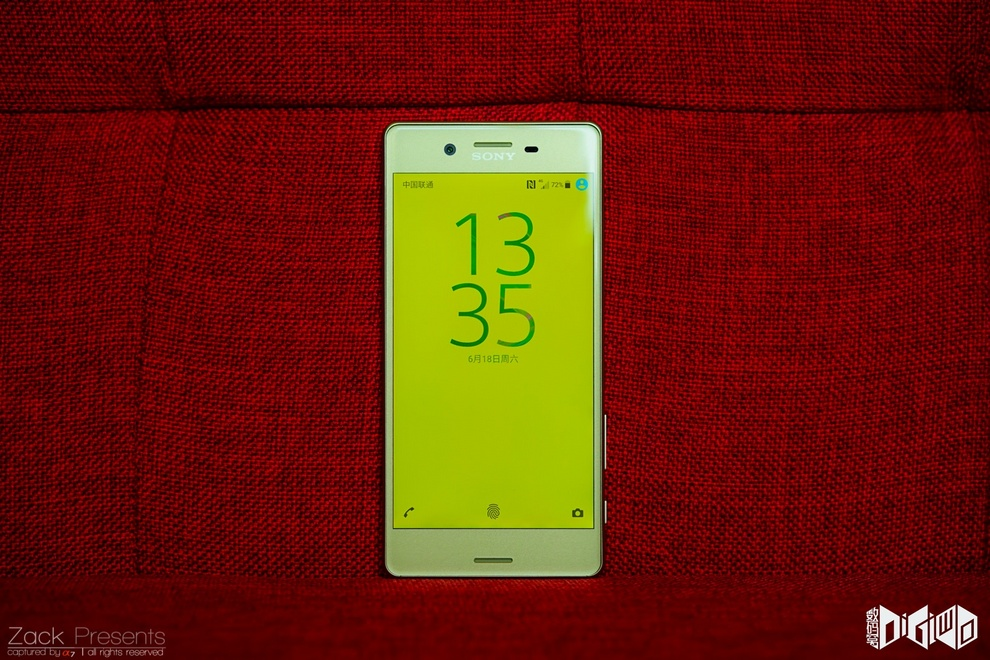 Xperia-X-gold-lime-11