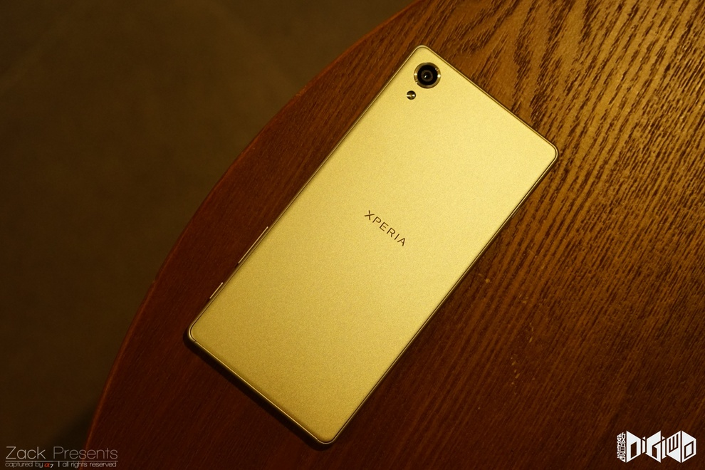 Xperia-X-gold-lime-14