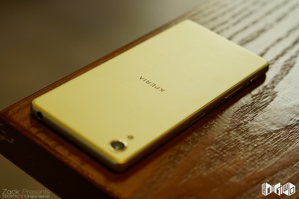 Xperia-X-gold-lime-15