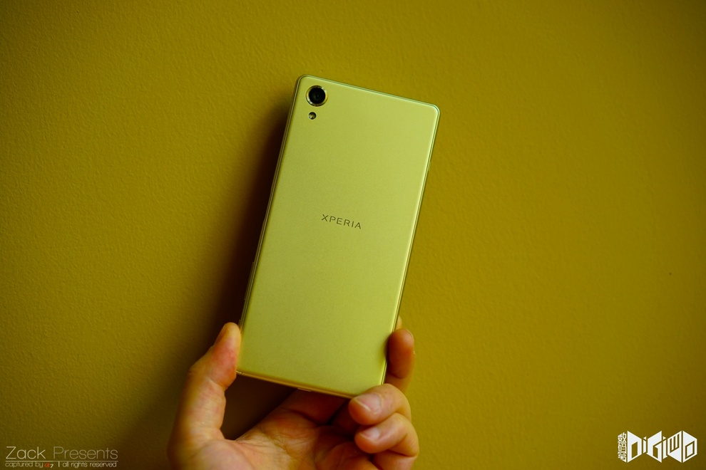 Xperia-X-gold-lime-16