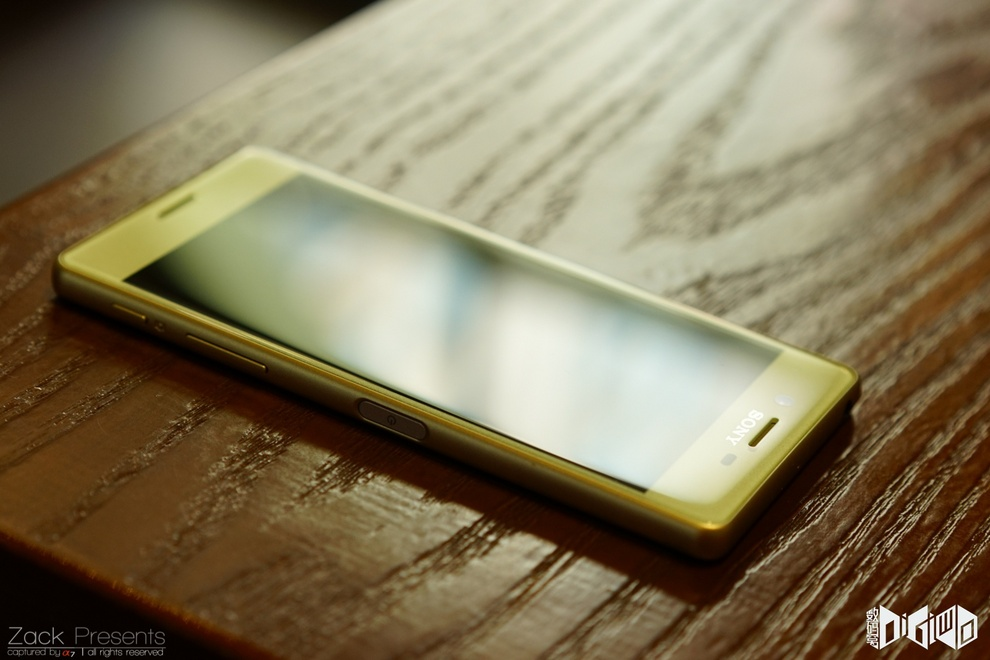 Xperia-X-gold-lime-6