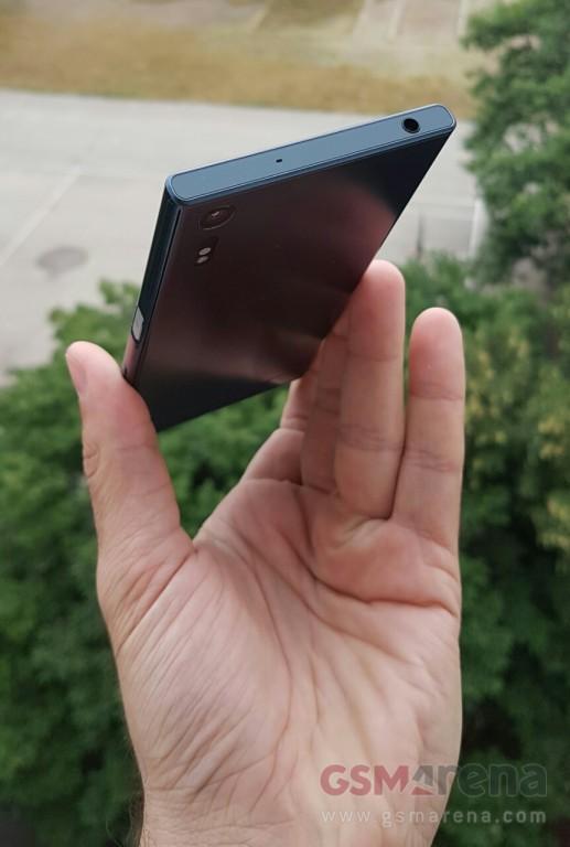 Sony-Xperia-F8331-leak-pic-4