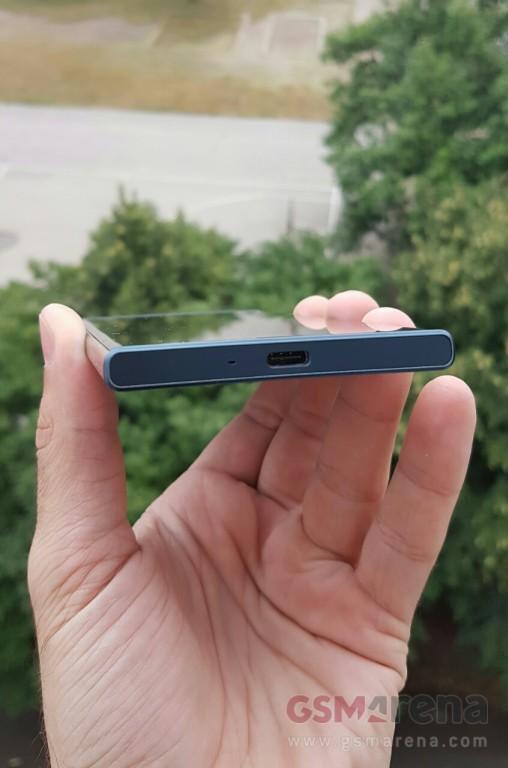 Sony-Xperia-F8331-leak-pic-5