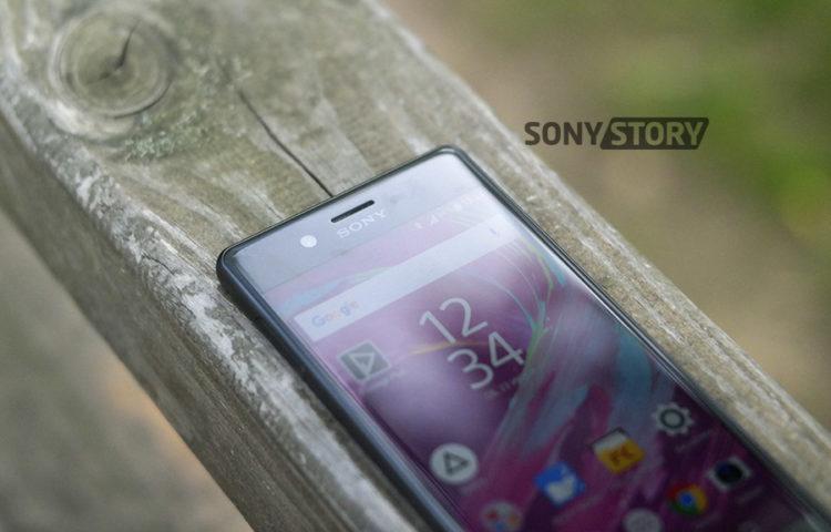 Обзор Xperia X - стекло 2.5D и экран