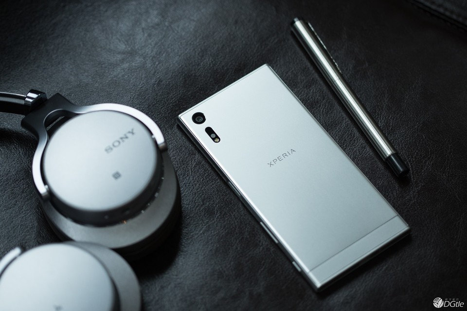 sony-xperia-xz-platinum-stylish-set-8
