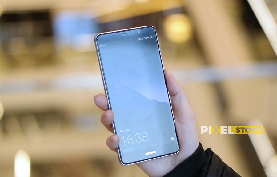 Первый взгляд Huawei Mate 9 Space Gray - 2.5D стекло