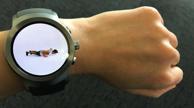 LG Watch Sport на тонком запястье