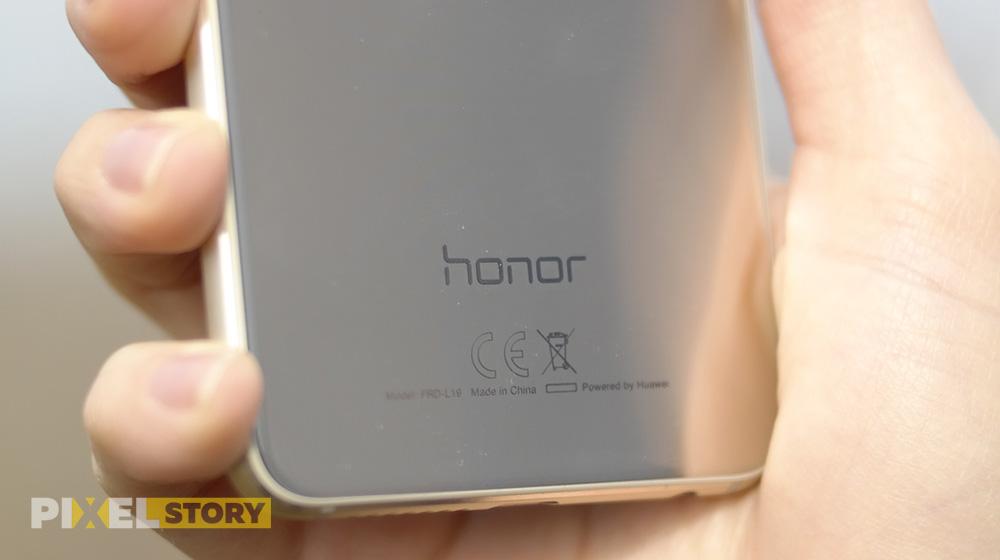 """Обзор Huawei Honor 8 - лого """"Honor"""" на задней стороне"""