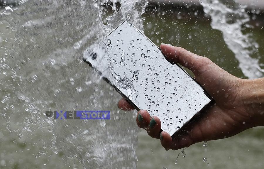 Обзор Sony Xperia XZ Premium - тестируем влагозащиту