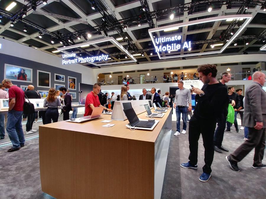 Стенды Huawei на IFA 2017