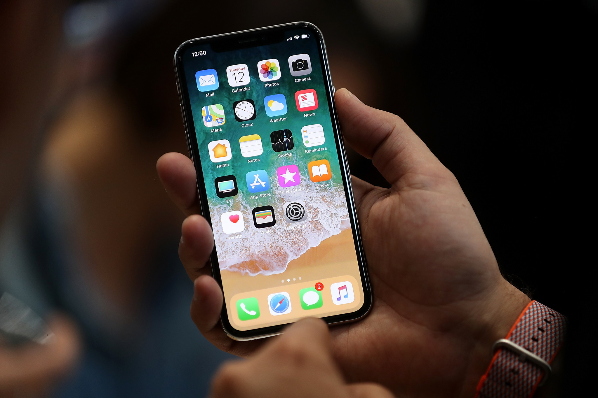 Безрамочный дизайн Apple iPhone X